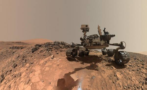 Себяшка марсохода Curiosity. 5 августа 2015 года